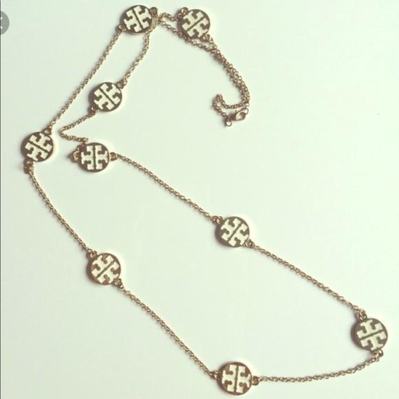 24ad9c599cf Tory Burch logo necklace. M 5b183b61409c15be1e769f70